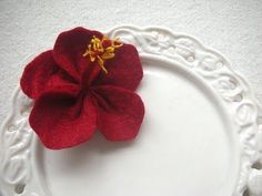 Evangelione: How to make: felt hibiscus Flower Crafts, Diy Flowers, Fabric Flowers, Sewing Projects For Kids, Diy Projects To Try, Felt Projects, Fabric Crafts, Sewing Crafts, Moana Crafts