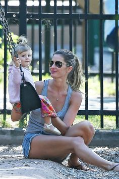 "And, we will call this one ""The Face."" Little Vivian Lake Brady is perhaps the only person who can steal attention away from her mom. Gisele Bundchen, Star Wars, Celebrity Kids, Lily Aldridge, Brazilian Models, Parenting Styles, Best Model, Mom And Baby, Mom Style"