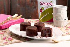 Μια υπέροχη συνταγή του pastry chef Δημήτρη Οικονομίδη με sweete stevia, το πιο φυσικό γλυκαντικό. Μπορείτε να συνοδέψετε το κομμάτι κέικ σας με καφέ ή τσάι προσθέτοντας 1 stick Sweete