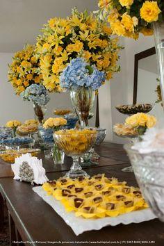 Decor Azul e Amarela em mesa de Doces com a Doce Amigas e Butterflies - Déa e Rodrigo Jan/2011