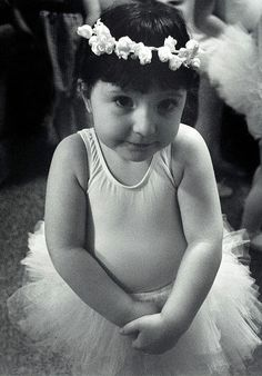 if I am ever blessed with a daughter,she will take ballet as soon as she can.Id like her to be a ballerina,like her Shall We Dance, Lets Dance, Precious Children, Beautiful Children, Dance Art, Ballet Dance, La Danse Macabre, Dance Like No One Is Watching, Little Ballerina