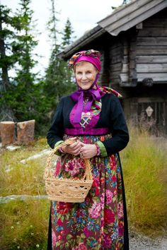 Norwegian Folk Costume, Costumes, Norwegian People, Folk Clothing, Bridal Crown, Traditional Dresses, Folklore, Genealogy, Inspire