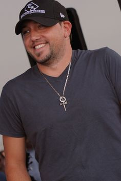 I dont like him, but I like his songs. Jason Aldean!