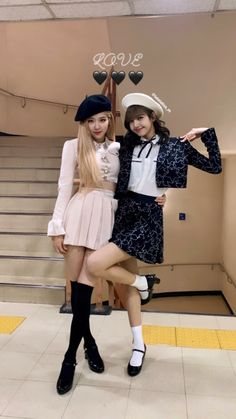 Rose and Lisa Kpop Girl Groups, Korean Girl Groups, Kpop Girls, Blackpink Fashion, Korean Fashion, Fashion Outfits, Stage Outfits, Kpop Outfits, Foto Rose