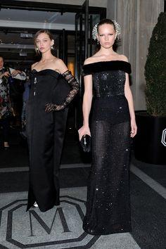 Anna Ewers et Sasha Pivovarova en robes Balenciaga au Met Gala à New York, le 4 mai 2015