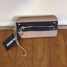 ❤️just in Steve Madden wristlet wallet NWT ❤️ ❤️just in wristlet wallet NWT Carmel and black with gold. Outside zip area.  ❤️7.5x4.5 Steve Madden Bags Wallets