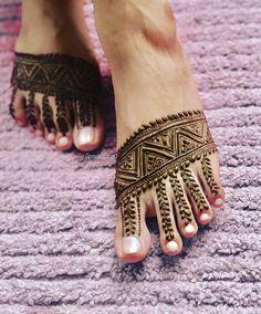 Indian Mehndi Designs, Bridal Henna Designs, Mehndi Design Photos, Mehndi Designs For Hands, Mehandi Designs, Foot Henna, Hand Mehndi, Mehndi Tattoo, Henna Tattoo Designs