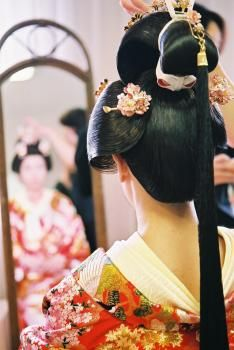 """ONAGA is one kind of wig in kimono, which falls long hair tied on back.   Also referred to as """"MIDAIDOKORO"""" . This hairstyle is said to be exalted, and was allowed to dress only princess of the daimyo."""