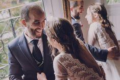 Leire, una novia preciosa, alegre, natural y encantadora con vestido 2 en 1. Couple Photos, Couples, Wedding Dresses, Natural, Fashion, Brides, Bridal Gowns, Wedding Moments, Tulle