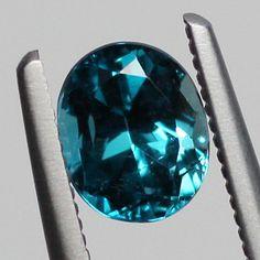 Euclaseユークレース0.650ct品切れ サイズ:5.72x4.68×3.9mm  グリーンがかった美しいブルー色 透明感がありきれいです。 エメラルドの鉱脈で発見された稀少石