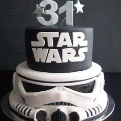 Movies and film can inspire many things in people — awe, creativity, and of course, hunger. That's why so many iconic movies are often the inspiration for some pretty epic cake creations. Bolo Star Wars, Star Wars Cake, Star Wars Party, Cupcakes, Cupcake Cakes, Star Wars Birthday, Birthday Cake, 15th Birthday, Beautiful Cakes