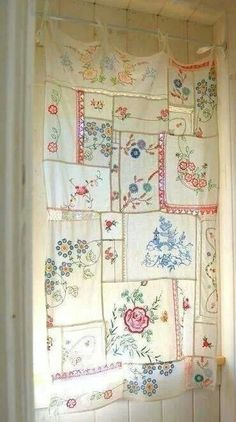 54 Ideas For Dress Room Diy Vintage Source by room ideas Cortinas Shabby Chic, Rideaux Shabby Chic, Shabby Chic Curtains, Shabby Chic Decor, Lace Curtains, Gypsy Curtains, Vintage Curtains, Vintage Tablecloths, Vintage Crafts