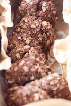 Kakaowo-kokosowe ciastka owsiane z rodzynkami II Cooking for Emily Healthy Cake, Healthy Snacks, Healthy Recipes, Dog Food Recipes, Cookie Recipes, Polish Recipes, Raisin, Baked Goods, Food And Drink