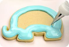 Recipe for royal icing with a cookie decorating tutorial Repinned By:#TheCookieCutterCompany