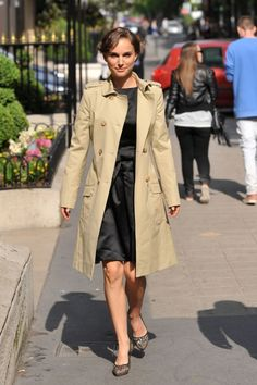 Natalie Portman looks great in a classic trench coat here