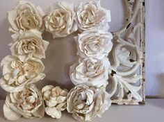 Plastoer of Paris Projects: The other is to dip flowers into plaster and let them dry, then arrange them on things.