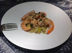 Poêlée de Saint Jacques et de crevettes au cidre Maigrir 2000 : Plat très facile à réaliser, idéal pour vos repas festifs. Cette recette vous est proposée par les nutritionnistes du réseau Maigrir 2000.