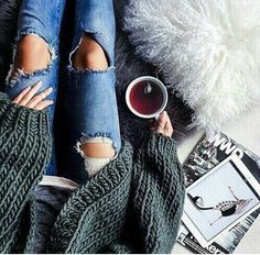Ripped jeans big sweater