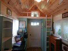 Awesome Tiny House Cottage..Hancrafted with fireplace, finished walls