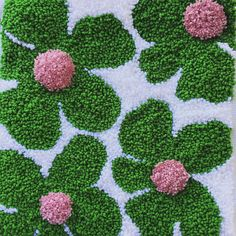 Large modern punch needle piece based on vintage floral fabric. Funky Rugs, Cool Rugs, Punch Needle Patterns, Latch Hook Rugs, Rug Hooking Patterns, Textiles, Diy Schmuck, Chunky Yarn, Yarn Crafts