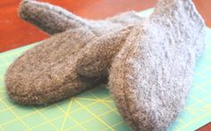Super warm mittens from an old sweater, left-over quilt lining and fleece. Pattern and directions! Yarn Crafts, Fabric Crafts, Sewing Crafts, Sewing Projects, Sewing Ideas, Nifty Crafts, Sewing Tips, Craft Projects, Sweater Mittens