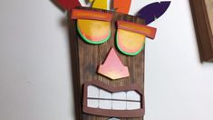 DIY Crash Bandicoot Aku Aku Mask We made this Aku Aku mask from Crash Bandicoot and used a blowtorch and spray paint to give it brig Home Crafts, Diy And Crafts, Arts And Crafts, Thema Hawaii, Arte Pallet, Geek Room, Tiki Art, Nerd Crafts, Geek Decor