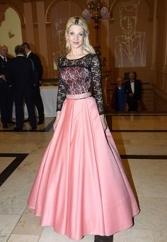 Sabina Laurinová (43) celkem oblékla tři modely. Ball Gowns, Celebrity, Queen, Rock, Film, Formal Dresses, Chic, Skirts, Clothes