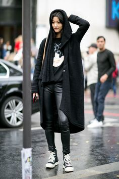 Street fashion: Modelki off duty w Paryżu, fot. Imaxtree