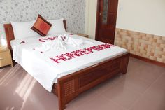 http://madammoonguesthouse.com/madam-moon-guesthouse/room-rates / superior -20