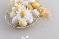Ostereier mit Curcuma färben + DIY Eier-Blumen aus Krepppapier Crepe Paper, Tissue Paper, Flower Petals, Flowers, Egg Designs, Japanese Paper, Eggs, Easter, Templates
