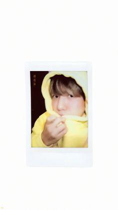 Baekhyun Selca, Kyungsoo, Chanyeol, Exo Kokobop, Kpop Exo, My Heart Is Full, Exo Lockscreen, Polaroid Pictures, Quality Memes