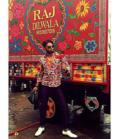 #DoubleTap for Raj Dilwala aka Ranveer Singh. Love his quirky Fashion. @InstantBollywood ❤❤❤