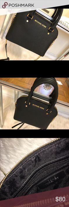 MICHAEL KORS mini original Authentic Michael kors original mini purse gold hardware like new no scruffs marks scratches (SMOKE FREE🚫 PET FREE HOME) Michael Kors Bags Mini Bags