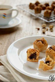 Mini Financiers de Avellanas con Ganache de Chocolate y Yuzu - Disfrutando de la comida Chocolate Blanco, Muffin, Cake Recipes, Cereal, Sweets, Breakfast, Desserts, Tequila, Minis