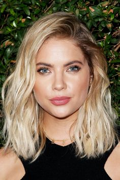Beauty Look We Love: Blonde Hair, Dark Brows #refinery29 http://www.refinery29.com/blonde-hair-dark-eyebrow-trend#slide-1 Ashley BensonDark roots look so much better when the deeper hue matches the brows — and Bensons' Cali girl waves are no exception. ...