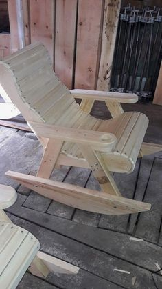 Adirondack chair, reclaimed wood DIY - Make this beautiful Adirondack Chair yourself! See this post for the Furniture Plans, instructions and supply list to build. furniture chair 40 Outdoor Woodworking Projects for Beginners Diy Furniture Chair, Outdoor Furniture Plans, Diy Furniture Plans Wood Projects, Reclaimed Wood Furniture, Diy Chair, Woodworking Projects Diy, Rustic Furniture, Woodworking Plans, Woodworking Shop