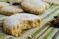 Полворонис де Асейте – испанское миндальное рождественское печенье на оливковом масле.