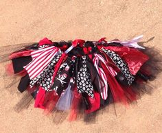 This fun pirate themed skirt will be the perfect finishing touch to any pirate princess Halloween costume or pirate themes birthday! This tutu has an