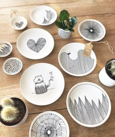 56 creative DIY tableware ideas - page 10 of 56 kreative DIY Geschirr Ideen – Seite 10 von 56 56 creative DIY tableware ideas – Page 10 of 56 - Pottery Painting Designs, Paint Designs, Ceramic Painting, Ceramic Art, Ceramic Plates, Ceramic Pottery, Pottery Art, Pottery Ideas, Porcelain Pens