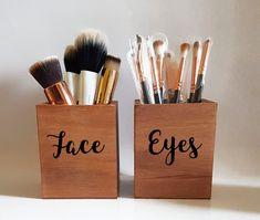 Make-up brush set make-up brush holder cup make-up storage make-up organizer make-up brush organizer wood pinentry. Makeup Brush Storage, Makeup Storage Organization, Makeup Brush Holders, Makeup Brush Set, Storage Ideas, Storage Organizers, Makeup Brush Organizer, Make Up Storage, Organization Ideas