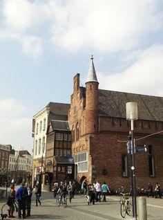 De Moriaan - Oudste bakstenenhuis van 's-Hertogenbosch - Markt 77