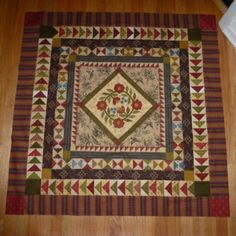 medallion quilt, especially like the hour glass border and light/dark contrast in borders
