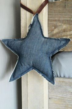 Hottest Pic 60 original jeans upcycling ideas to imitate Style I love Jeans ! And a lot more I love to sew my very own Jeans. Next Jeans Sew Along I'm planning Diy Jeans, Recycle Jeans, Diy With Jeans, Upcycled Crafts, Recycled Decor, Jean Crafts, Denim Crafts, Fabric Crafts, Sewing Crafts