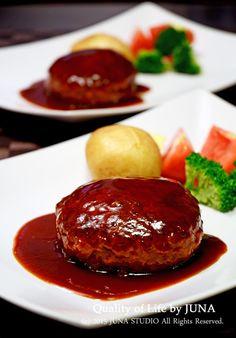 ツルピカふわふわハンバーグ by JUNA(神田智美) 「写真がきれい」×「つくりやすい」×「美味しい」お料理と出会えるレシピサイト「Nadia   ナディア」プロの料理を無料で検索。実用的な節約簡単レシピからおもてなしレシピまで。有名レシピブロガーの料理動画も満載!お気に入りのレシピが保存できるSNS。