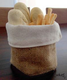 Panera Stage Patisserie, Burlap Bags, Fabric Boxes, Ideas Para Fiestas, Drink Coasters, Diy Projects To Try, Craft Gifts, Fabric Crafts, Diy And Crafts