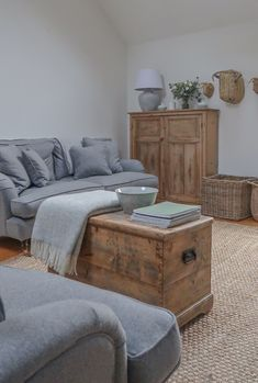 With a beautiful combination of earthy tones and natural materials, our customer Karen has styled her British made Alwinton sofas to perfection! How would you style yours? Let us help you design your dream sofa with 15% off everything T&Cs apply #sofasandstuff #interior #interiors #interiordesign #interiordesigns #interiordesigner #interiordesigners #sofa #sofas #britishsofa #handmadesofa #bespokesofa #traditionalsofa #earthyhome #naturalhome #naturaldecor Free Interior Design, Free Design, Your Design, Earthy Home, Neutral Sofa, Free Fabric Samples, Traditional Sofa, Sofa Inspiration, Country Cottages