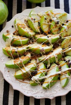 Caramel Apple Nachos Recipe: Try this creative take on nachos by subbing chips f. Caramel Apple Nachos Recipe: Try this creative take on nachos by subbing chips for healthy apples a Halloween Desserts, Halloween Appetizers For Adults, Entree Halloween, Hallowen Food, Appetizers For Kids, Halloween Party Snacks, Snacks Für Party, Finger Food Appetizers, Thanksgiving Appetizers