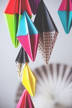 The colorful DIY diamond party garland you can use again and again. #DIY