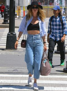 '90s inspired: Doutzen paired her look with a set of light wash, high waist, cropped trous...