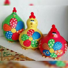 Flower Pot Crafts, Flower Pots, Flowers, Jean Crafts, Painted Gourds, Gourd Art, Coq, Diy Gifts, Biscuit